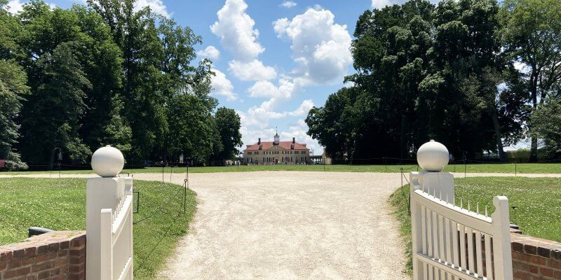 Mount Vernon from the front gate visiting with kids